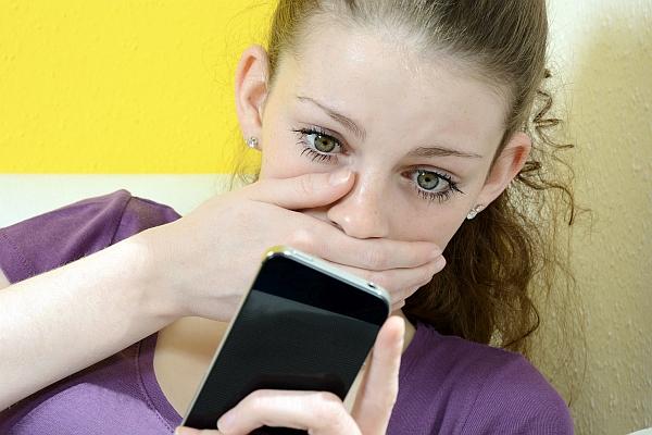 Bei Mobbing sollten sich Kinder sofort an Eltern oder andere Vertrauenspersonen wenden © Dan Race - Fotolia.com